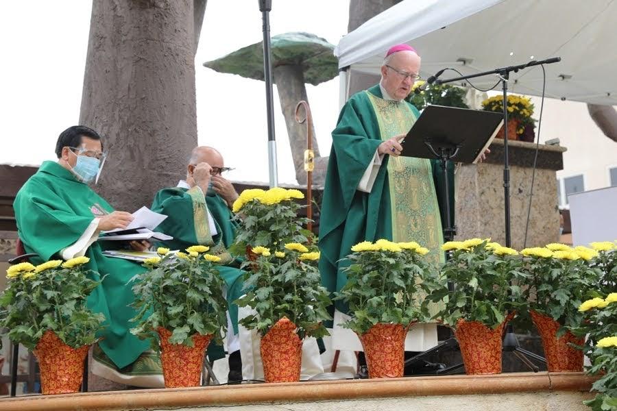 SEP 13 20 Đức Cha Kevin W. Vann thăm Giáo xứ